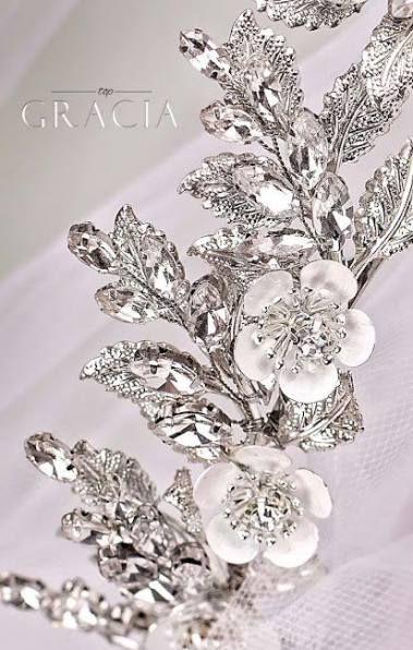 Beste Hochzeitsfrisuren Half Up Half Down Mit Tiara Brautjungferngeschenke 48 Ideen #Hochzeit #Frisuren #Geschenke