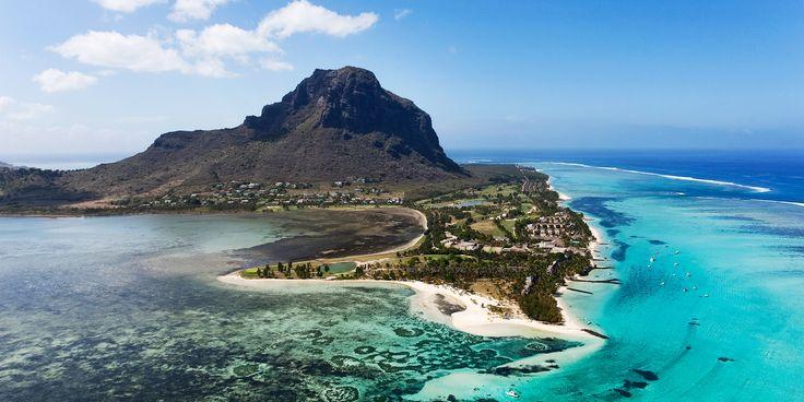 Palmengesäumte weiße Sandstrände, azurblaues Meer, bunte Dörfer und tropischer Regenwald – Mauritius ist so abwechslungsreich wie kaum ein anderes Land.