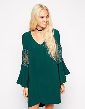 This boho style dress works perfectly teamed with a choker.  Just mix it up for that boho meets grunge kinda feel.  http://asos.do/71gD2o