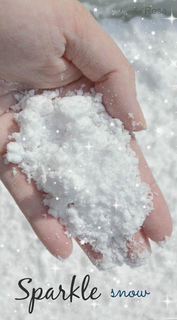 Faites votre propre neige étincelle pour glorieux jeu d'hiver.  Ce truc est tellement amusant que nous ne pouvions pas garder nos mains hors de lui!