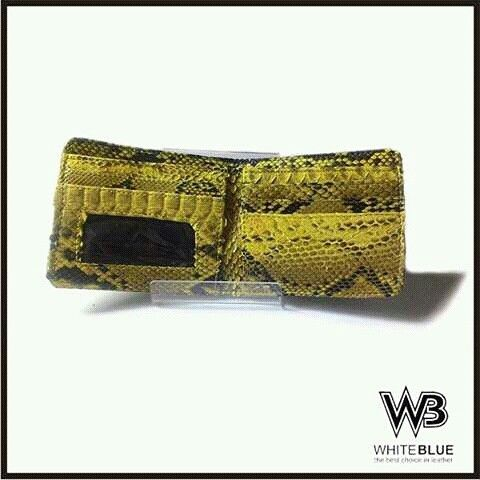 Mens leather wallet yellow colour.  Www.jualtaskulit.com +6285642717764  #wallet #leathercraft #leatherwallet  #menwallet #menswallet #snakeleather