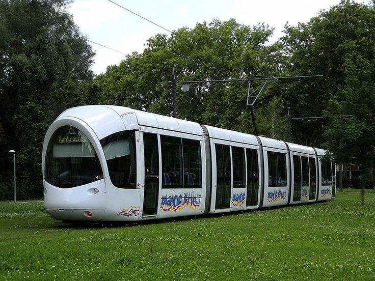 Tramway in France   À Lyon, près de Stade Gérard. Julio 2007.