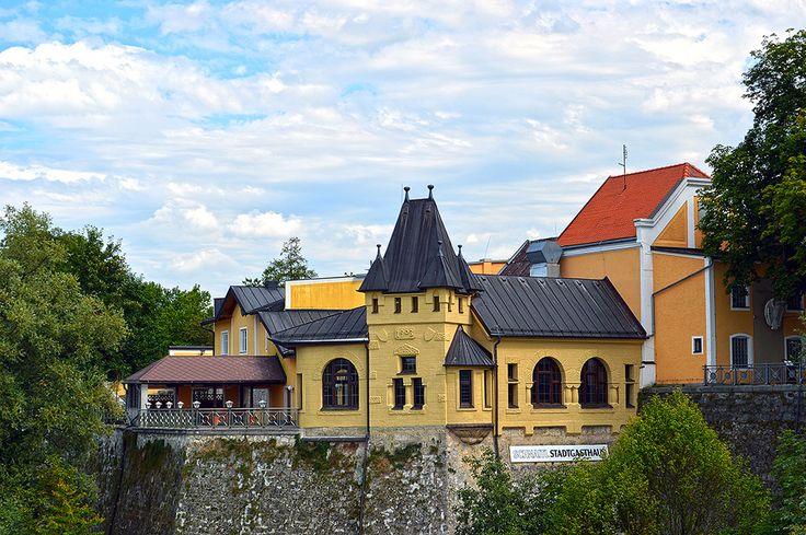 https://flic.kr/p/PkpUsq | Braunau am Inn (Österreich) - Stadtgasthaus | Pictures by Björn Roose. Taken in Braunau am Inn (Österreich) in August 2016.