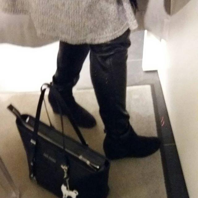 SHOPPAILUA Viikonloppuna 14.12.2016....Minä&MUOTI TYYLI...Ihanat TUNIKA MEKOT ja Tekonahkahousut...Pitäisi löytää ja ostaa vielä Liivimekko myös? Kiilakanta Nilkkurit ja Kiva, Lämmin Turkisliivi. Mitä Sinä Tykkäät?...Minä TYKKÄÄN&Nautin. HYMY #muoti #tyyli #trendit #tunika #housut #tekoturkis #tykkään #blogi #hymy ☺