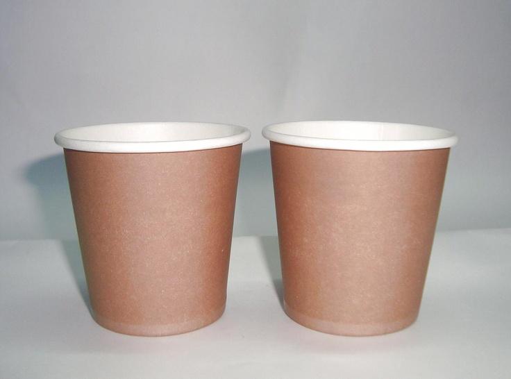 Tazza monouso in carta stampata (1970 ca. ) Una dei precursori delle moderne tazze proposte oggi dai fast food. Questa fu utilizzata anche   nelle macchinette del caffè in alternativa a quelle in plastica. La parte esterna di colorazione marrone era pensata per mascherare le macchie di caffè.