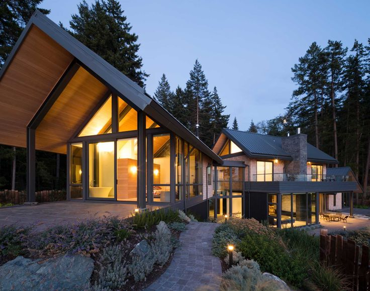 Modern Design Meets Natural Beauty in an Island Retreat - Western Living