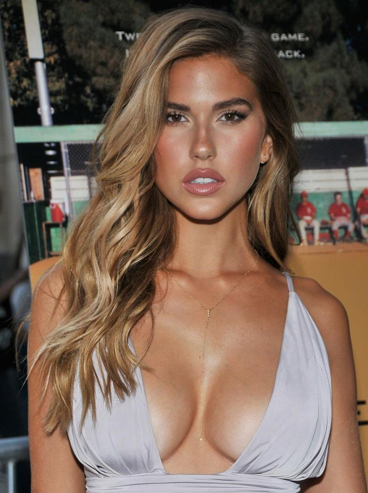 Kara Del Toro Stuns at 'Undrafted' Premiere in Dangerously ...