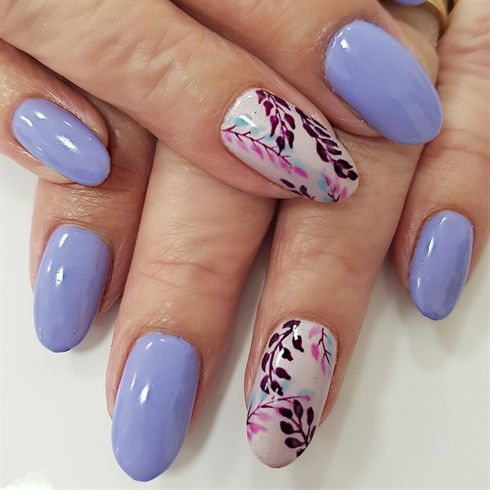 Freehand leaves by Emmapbrock from Nail Art Gallery