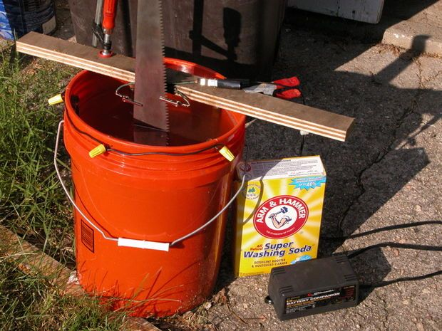 Electrolytic Rust Removal with a battery charger, rebar, wire, and sodium carbonate (a.k.a. washing soda). #metal #rust #steel