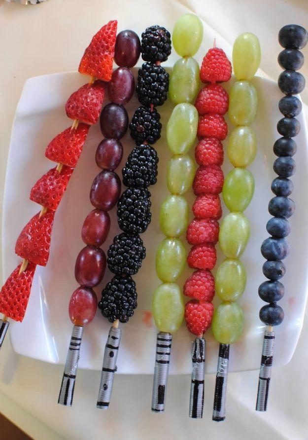 Fruit Lightsaber Skewers | http://homemaderecipes.com/entertaining/parties-gatherings/11-star-wars-food-ideas/