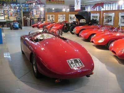 MUSEO DELL'AUTO STORICA STANGUELLINI  Via Emilia Est, 756 - Modena - 15,5 km dall'hotel