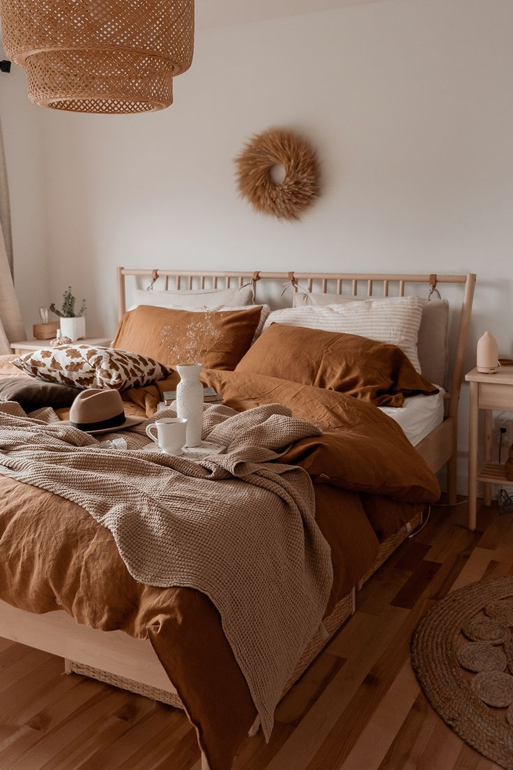 Tan bedding on neutral bedroom #decor