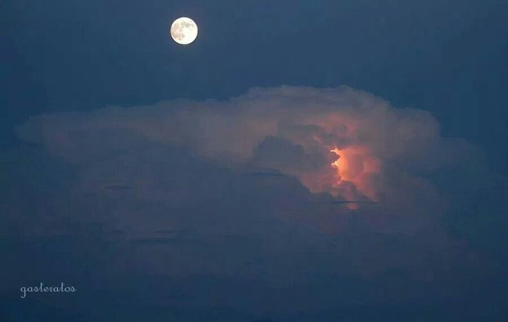 8 sept 2014 full moon and distant storm