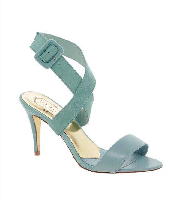 Des sandales vert d'eau