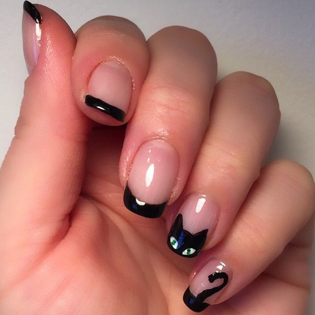 Love this minimal black cat French manicure nail art for Halloween.