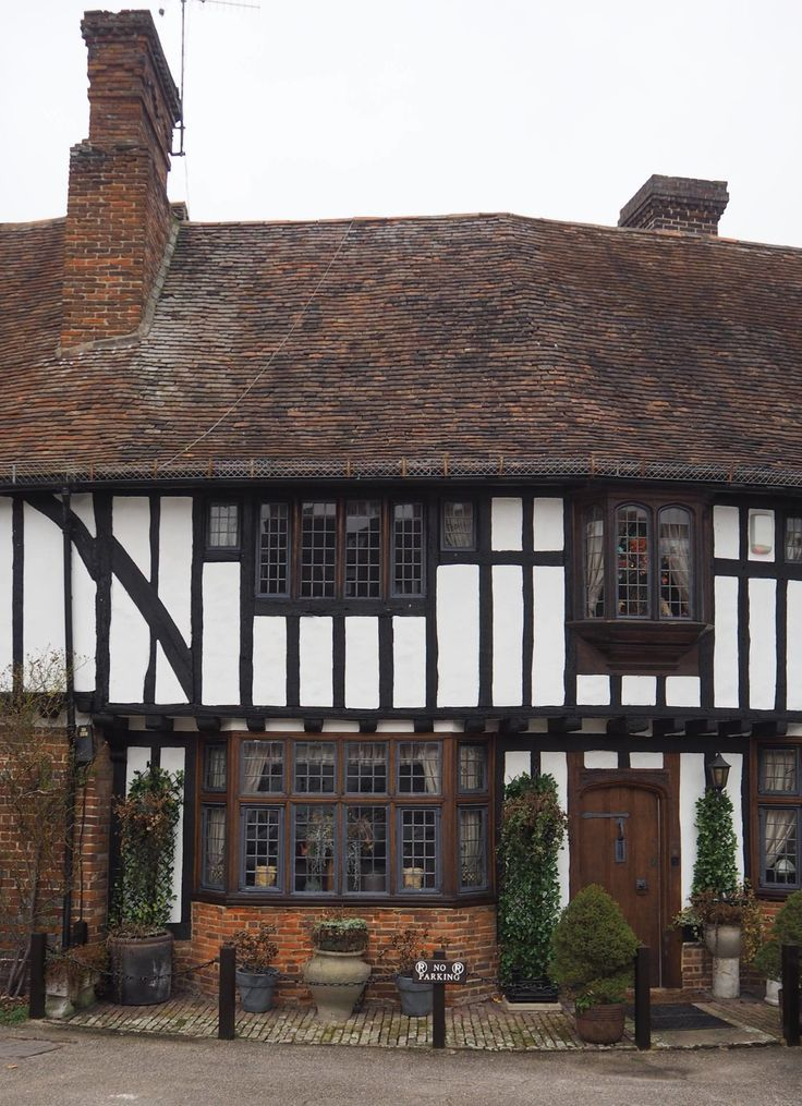 England Travel Inspiration - let me introduce you to beautiful village of Chilham in Kent. The castle was once visited by Jane Austen for dinner and the village was recently used in the BBC production of Emma. If you are touring the Kent countryside make