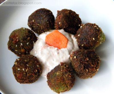 Sajtos brokkoli fasírt sárgarépás mártogatóssal