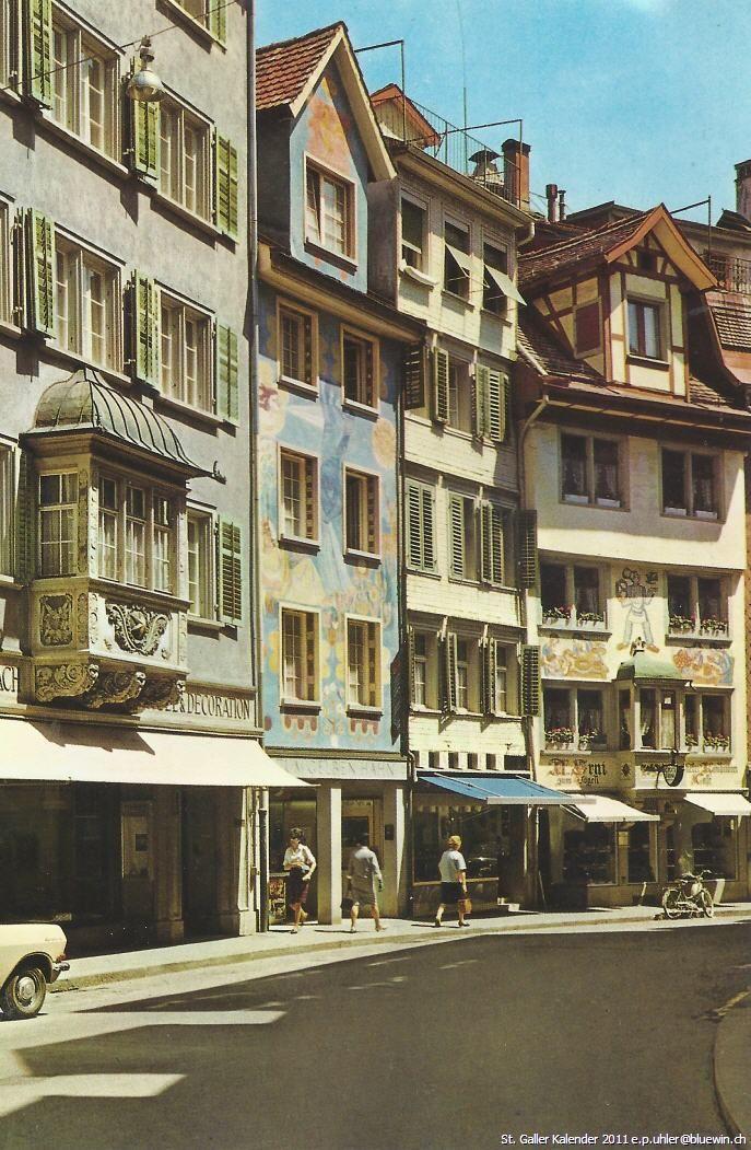 Vintage photo taken in the picturesque historic center of the city of St. Gallen | Alte  Photographie mit Häusern aus der St. Galler Altstadt (wahrscheinlich in der Spisergass aufgenommen).