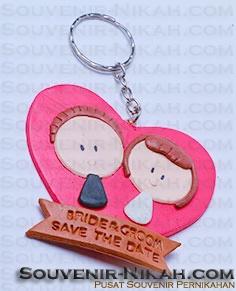 dengan harga yang cukup murah dapat menjadi pilihan calon pengantin untuk memilih souvenir pernikahan yang beda dari biasanya. Souvenir lainya dapat dipilih di web kami www.souvenir-nikah.com . :D