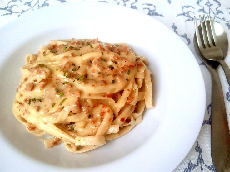 macarrao-a-carbonara-com-bacon-ovo-parmesao-e-creme-de-leite