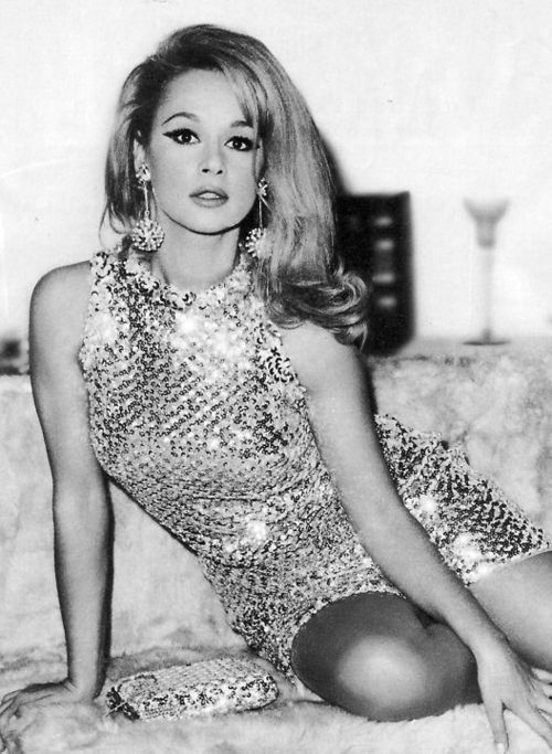 Aliki Vougouklaki - Her fame never spread outside of Greece, but she had star power in spades. Beautiful, charasmatic, funny, talented, with class and grace; she embodied the style and spirit of the old school movie stars.