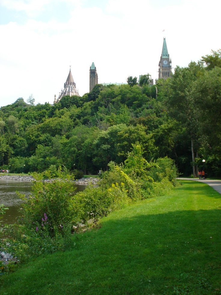 NCC Ottawa River Pathway below Parliament Hill - Best place for morning walks.
