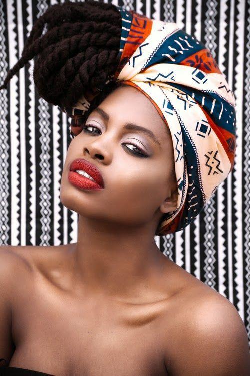 On fait honneur à sa connaissance de l'attaché de foulard. © Trouvé sur africanprintinfashion.com