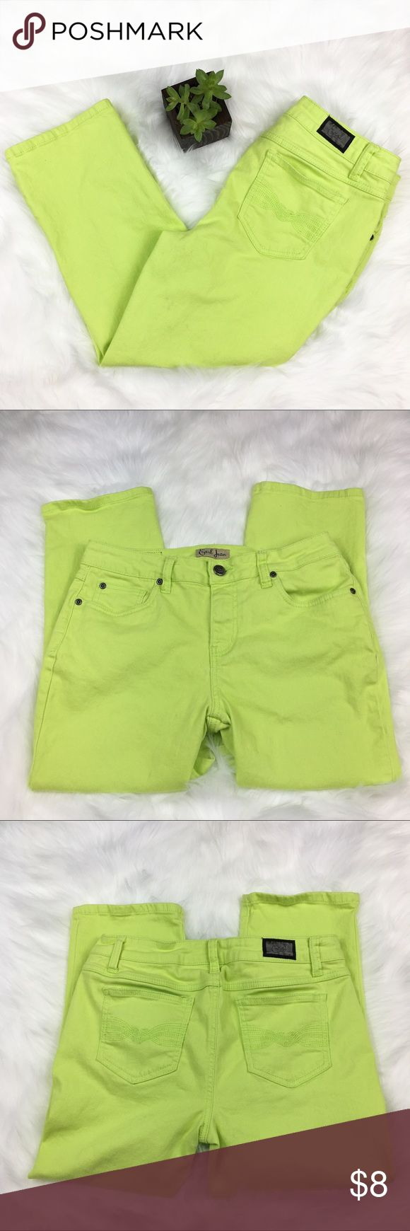 Earl Jeans Lime Green Capris Earl Jeans Lime Green Capris. Size 8. Approximate measurements flat laid are 22' inseam and 9' rise. GUC but has some light staining. Please see pictures. ❌No trades ❌ Modeling ❌No PayPal or off Posh transactions ❤️ I 💕Bundles ❤️Reasonable Offers PLEASE ❤️ Earl Jeans Pants Capris