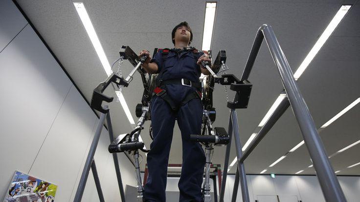Interfaces cerebro-ordenador podrían sustituir pronto a los actuales sistemas de control de exoesqueletos.