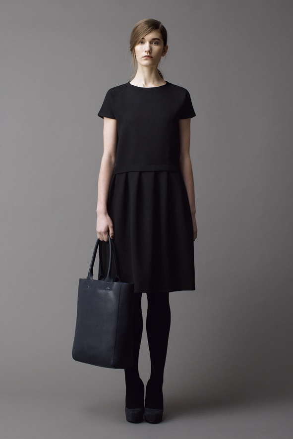 Samuji Fall Winter 2012  navy tote with black dress.  love the combo.  posting this tote on site later tonite !