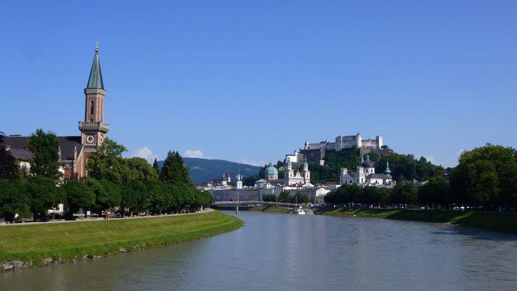 Salzburg Stadt Salzach Christuskirche Altstadt und die Festung Hohensalzburg