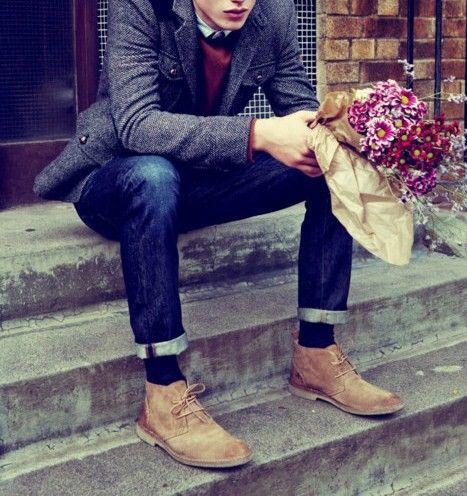 men's style: coat, tie and flowers.
