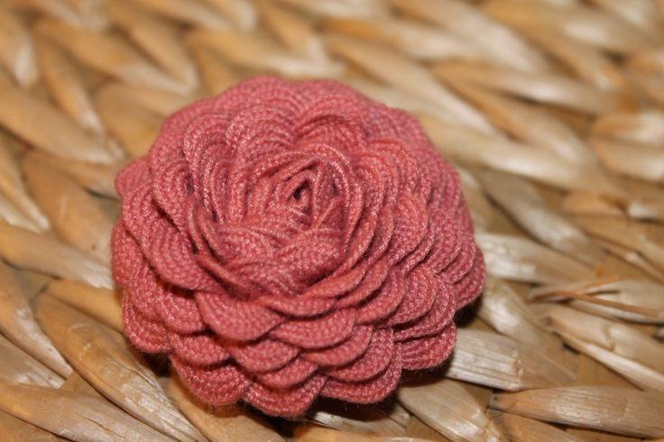 Rickrack flower tutorialRacks Flower, Ricrac Flower, Ribbons Flower, Fabrics Flower, Make Flower, Flower Tutorials, Ric Rac Flower, Rick Racks, Flower Hair