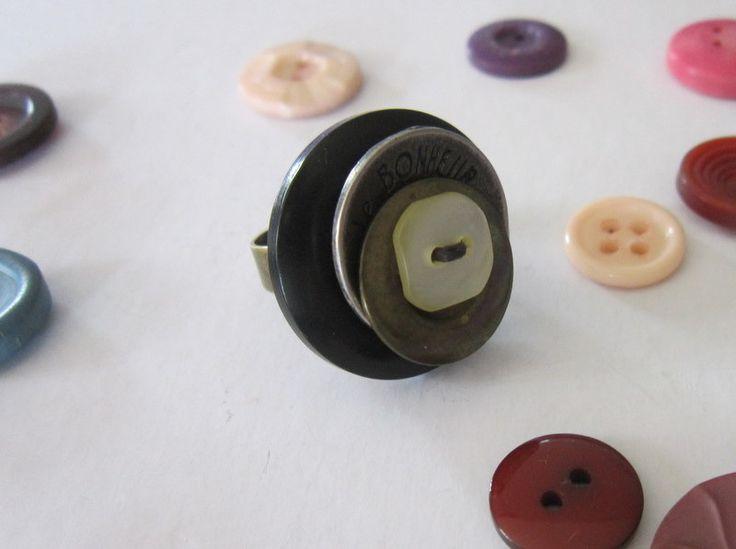 Bague 'Le Bonheur' avec boutons - création originale : Bague par natu-recup