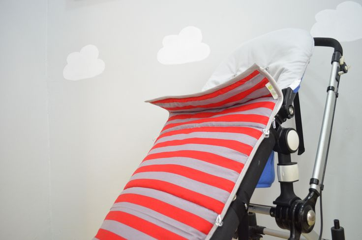Saco para silla de paseo rayas gris y roja  Disponible en www.nonotu.com
