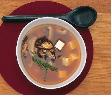 Miso-Suppe mit Pilzen und Tofu Rezept | Küchengötter