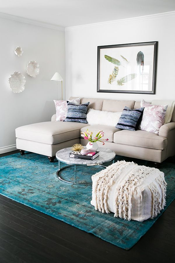 Neutral sofa with blue rug and blue accent pillows