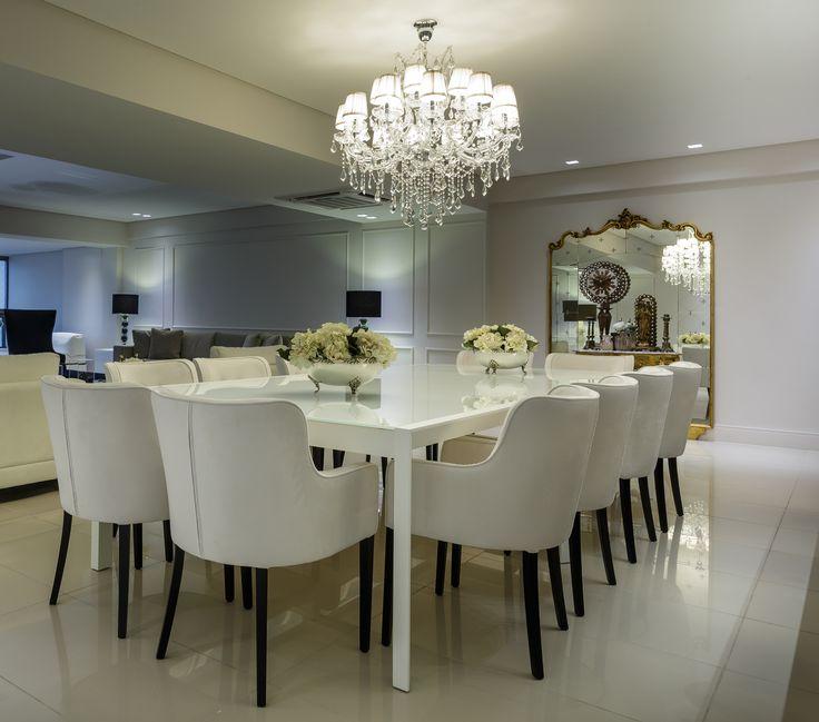 Sala de jantar branca e dourada com espelhos emoldurados! - DecorSalteado