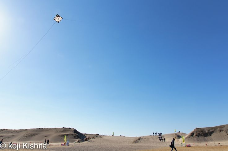 Blue sky kite - Once there was a Nakatajima dunes in Hamamatsu.