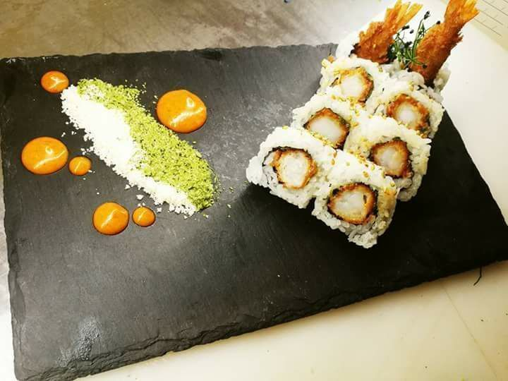 Spicy tempura with chili powder greek herbs crumble  homemade from scratch spicy mayo.. Origami Sushi Bar The Perfect Place to Be Mαρίνα φλοίβου  Κτίριο 6 1 os Όροφος Παλαιό Φάληρο  Res:  21 0982 2220 http://ift.tt/2r8ctYc #Origami_sushi_bar #OrigamiSushiBarMarinaFloisvouTaste #Bite #Fresh #OrigamiSushiBar #MarinaFloisvousushicoctails #nights