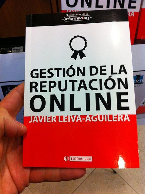 Un ejemplar del libro Gestión de la reputación online