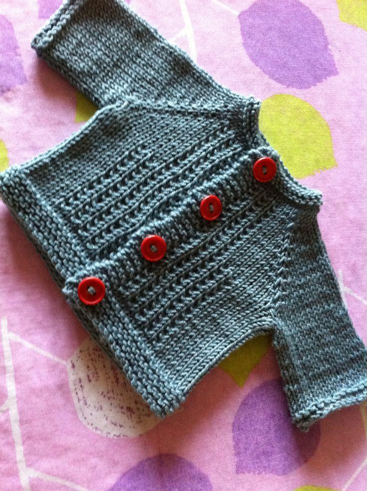Cute raglan baby cardi: Cioccolatino FREE knitting pattern by Emma Fassio