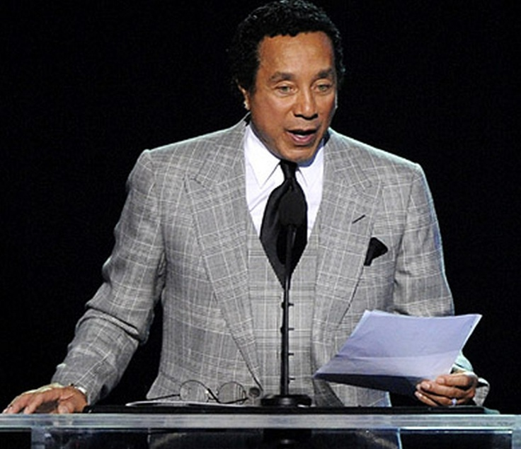 Smokey Robinson reads letters to the Jackson family from Diana Ross and Nelson Mandela at the beginning of the service, and later returns to the stage to talk about what an amazing talent Michael Jackson possessed at the age of 10.