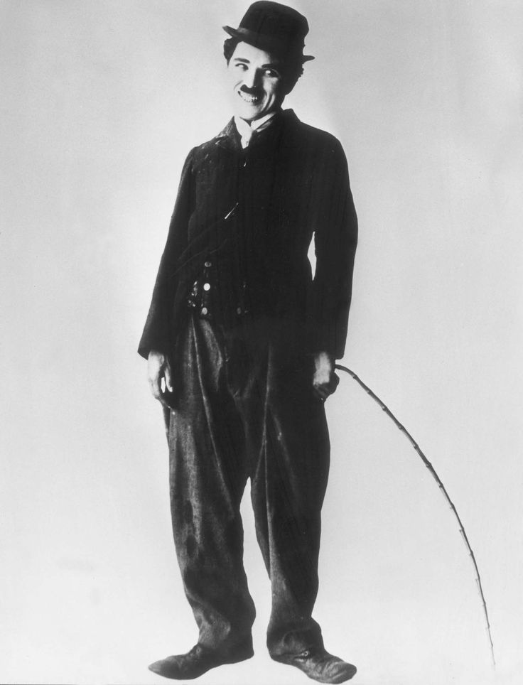 ... a certain hat on a certain person in a certain place can become a point of reference !!! Charlie Chaplin and his famous bowler !  Cappelli diventati negli anni icone di stile ...