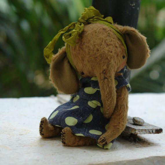 PDF Epattern for 4,5 inch Miniature Pocket Size Artist Teddy Elephant like Miss Green Pea plus the pattern for the dress