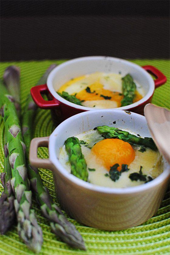 Oeufs cocotte aux asperges vertes - StellaCuisine
