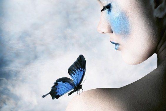 Счастье подобно бабочке. Чем больше ловишь его, тем больше оно ускользает. Но если перенесете свое внимание на другие вещи, оно придет и тихо сядет вам на плечо.