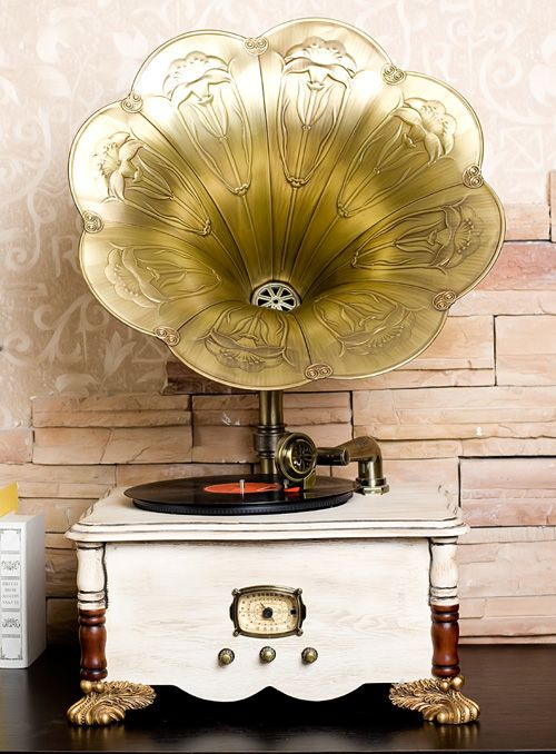 Antique Gramophone...oh wow this one is amazing!