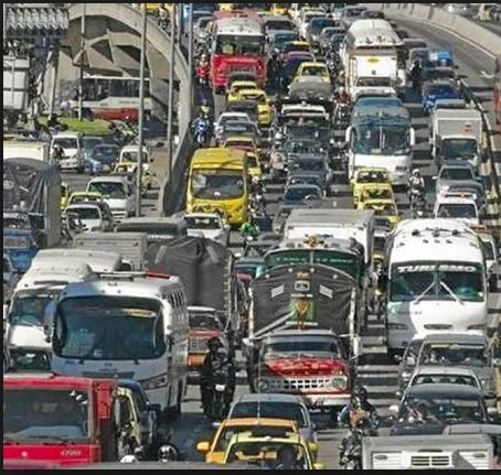 #Noticias #Bogotá A partir del 30 de Enero del presente año #vehículos que transporten mas de 7 Toneladas no podran transitar desde las 6:30 am hasta 8:30 am ni entre las 5pm-7:30pm en la zona: calle 170 norte, AvBoyacá(occidente), PrimeroDeMayo(sur) Y CerrosOrientales. Tampoco en Toberín el transporte de 3 ejes en adelante. La Candelaria prohibido el paso permanente 3.5Ton La zona de la calle 13 tendrá libre circulación todo el Día. Información referenciada de @EL TIEMPO