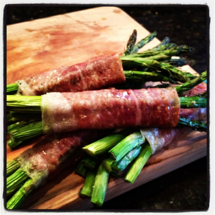 Prosciutto Wrapped Asparagus! Looks gorgeous, tastes delicious and is ...